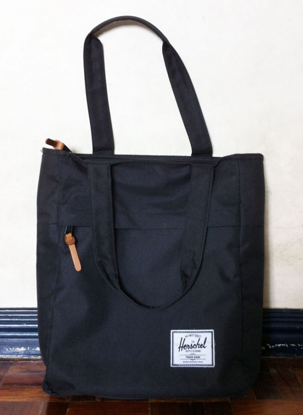 Herschel tote in black